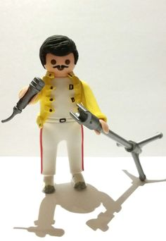 FIGURA CUSTOM freddie mercury PLAYMOBIL Freddie Mercury, John Deacon, Cultura Pop, The Rock, Cool Bands, Lego, Geek Stuff, Queen, Wallpaper