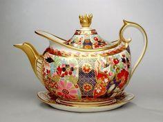 Worcester Porcelain Factory; Teapot, c. 1810