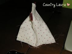 Country Laura: TUTORIAL GALLINELLA Christmas Paintings, Diy And Crafts, Creations, Easter, Quilts, Sewing, How To Make, Tejidos, Costumes