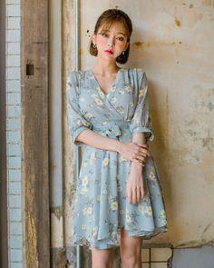 Daily - I know you wanna kiss me. Thank you for visiting CHUU. Korean Fashion Trends, Korea Fashion, Asian Fashion, Fashion Photo, Fashion Beauty, Women's Fashion, Stunning Dresses, Cute Dresses, Ulzzang