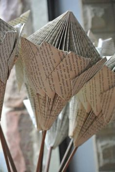 Paper protea Folded Paper Flowers, Iris Paper Folding, Book Folding, Old Book Crafts, Book Page Crafts, Newspaper Crafts, Folded Book Art, Paper Book, Book Projects