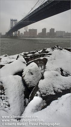 Manhattan Bridge in snow blizzard, Manhattan, New York. | By Alberto Mateo, Travel Photographer.