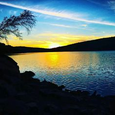 A cool blue sunset over Lake Wallenpaupack! 💙 📷: jessicalindz