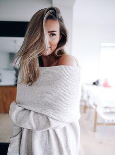 Off shoulder knit