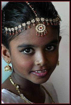 little dancer, with a beautiful face. Sri Lanka by babasteve - Pixdaus Precious Children, Beautiful Children, Beautiful Babies, Cultures Du Monde, World Cultures, Beautiful Eyes, Beautiful People, Child Face, Interesting Faces