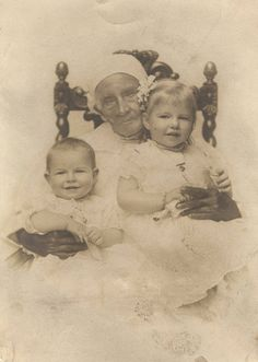 """""""Mammy Ann"""" (age 96), an elderly African American woman, with Fairlie Mathews Armistead (almost 10 months old) and Eliza Boyd Armistead (almost two years old). (1912 - Alabama)"""