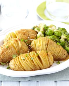 Spruce up your veggies this Christmas - potatoes and Brussels Sprouts are delicious with gammon or chicken. Christmas Potatoes, African Christmas, Festive, Salads, Goodies, Snacks, Brussels Sprouts, Dishes, Chicken