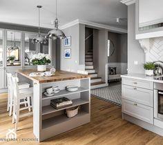 Aranżacje wnętrz - Kuchnia: Dom pod Poznaniem - Duża otwarta kuchnia w kształcie litery l z wyspą z oknem, styl nowojorski - SAS Wnętrza i Kuchnie. Przeglądaj, dodawaj i zapisuj najlepsze zdjęcia, pomysły i inspiracje designerskie. W bazie mamy już prawie milion fotografii!