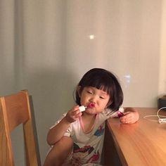 Cô bé Hàn Quốc với loạt biểu cảm đáng yêu xuất sắc này đang gây bão khắp mạng xã hội - Ảnh 19.