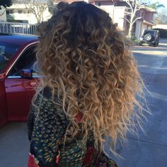 Ombre hair: the most beautiful color gradients and if we dared ombre hair? Ombre Curly Hair, Colored Curly Hair, Dyed Hair, Highlights On Curly Hair, Blonde Highlights, Love Hair, Gorgeous Hair, Curled Hairstyles, Straight Hairstyles