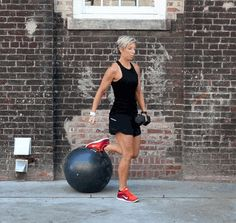 Leg Workout One Leg Deadlift On Stabilizer Ball These five killer exercises will have you feeling the burn while toning your legs all over. Carrie Underwood Workout, Carrie Underwood Legs, Gym Workouts, At Home Workouts, Killer Leg Workouts, Dance Workouts, Body Exercises, Workout Routines, Erin Oprea