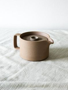 Made from a mixture ofclay minerals, the Hasami Teapot has an earthy, coarse texture that is that is both rough and refined. Designed for the artful home, this