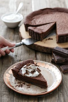 Ummm yes pkease! Bittersweet Chocolate Bourbon Tart - A rich and boozy brownie baked in a chocolate crust. Slow Cooker Desserts, Chocolate Bourbon, Chocolate Desserts, Chocolate Tarts, Chocolate Cake, Sweet Pie, Sweet Tarts, Tart Recipes, Sweet Recipes