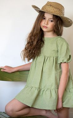 Country Girl in Green Dress & Straw Hat! Little Girl Fashion, Little Girl Dresses, Kids Fashion, Girls Dresses, Fashion Outfits, Fashion Clothes, Latest Fashion, Toddler Dress, Baby Dress