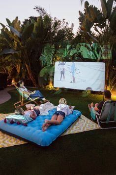 Backyard movie night a fun and easy summer family activity! – Air Bed – Ideas of… Backyard movie night a fun and easy summer family activity! – Air Bed – Ideas of Air Bed Summer Backyard Parties, Backyard Party Decorations, Backyard Movie Nights, Outdoor Movie Nights, Outdoor Movie Party, Backyard Movie Party, Camping In Backyard, Nice Backyard, Pool Diy