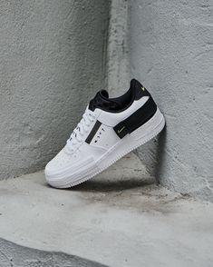 La Air Force 1 Low Drop Type White Black Volt est disponible sur wethenew.com ➖ 📸 @wethenew Puma Platform, Platform Sneakers, Nike Air Force, Nylons, Air Force 1 Outfit, Drop, Yeezy, Trainers, Type