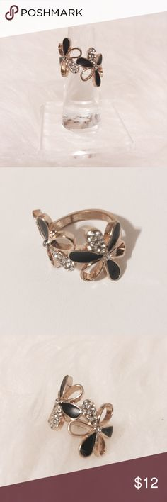 🌀 Sophisticated Black & Gold Floral Ring Lovely! Black enamel with diamond accent petals. Gold tone metal. Size 7. Fashion jewelry Jewelry Rings