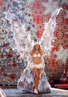 Karolina Kurkova #VS model fashion show runway giant angel wings white lingerie bra panty exquisite m.0.2 #KyFun