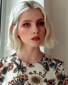 Les 5 looks beauté qui no - Cheveux iam Beautiful Beauty Make-up, Beauty Hacks, Hair Beauty, Beauty Trends, Beauty Tips, New Hair, Your Hair, Short Hair Cuts, Short Hair Styles