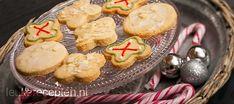 Goed recept voor krokante kerstkoekjes met amandel, ook leuk voor in de boom