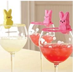 So cute for Easter bunch! Use a drink rimmer set to decorate stemware with colored sugar, then top with a marshmallow bunny. Posted by The Pampered Chef Easter Drink, Hoppy Easter, Easter Dinner, Easter Brunch, Easter Party, Easter Cocktails, Easter Food, Easter Decor, Easter Peeps