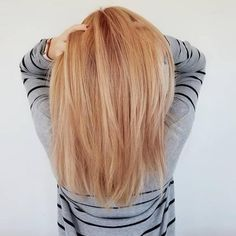 Mixing beautiful golden blonde and copper red shades gives us the beautiful hair color we call strawberry blonde. Natural Strawberry Blonde Hair, Strawberry Blonde Highlights, Brown Hair With Blonde Highlights, Brown Hair Balayage, Balayage Brunette, Brunette Hair, Hair Highlights, Blonde Braiding Hair, Blonde Hair Makeup
