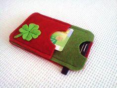 Handytasche aus 2,5mm Filz,mit einer Kleeblatt.Vorne hat auch kleine Platz für Karten oder Kopfhörer. Sehr praktisch und hübsch.