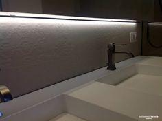 Bagno casa V – minimalismo e materia: Bagno in stile in stile Moderno di Studio Frasson - www.alessandrofrasson.com -  @alessandrofrasson_architetto   #alessandrofrassonarchitetto Bathroom Interior Design, Design Projects, Bathtub, Studio, Home, Minimalism, Modern, Standing Bath, Bath Tub