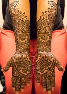 Legs are a very beautiful canvas for showcasing Mehndi. It is a tradition for the Indian bride to apply mehndi both on the hands and the legs.