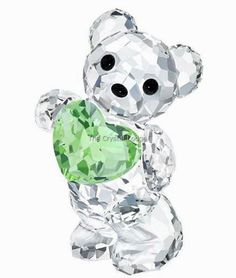 Swarovski code number: 5126904 Exclusively available online, the iconic Swarovski Kris Bear holds a green crystal heart representing the birthstone of August. This creation is only available in a limited quantity. A perfect collectible or birthday gift and ideal to celebrate the birth of a baby! Approximate size: 4.2 x 2.4 x 2.4 cm Designer: Elisabeth Adamer Introduced: 2015 Retired: 2015