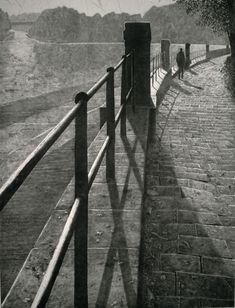 Mikael Kihlman, Walking by the river, drypoint, cm, 2003 Gravure Photo, Perspective Art, Art Carved, Creepy Art, Wood Engraving, Collage, Pastel, Art Sketchbook, Dark Art