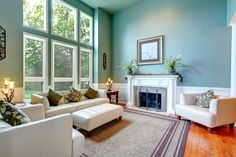 """Home staging hack roll out a welcome mat """"first impressions are everything when selling your home,"""" barronton says. plus, prospective buyers usually Living Room Green, Rugs In Living Room, Living Spaces, Home Staging, Living Room Photos, Elegant Living Room, Luxury Homes Interior, Interiores Design, Cheap Home Decor"""