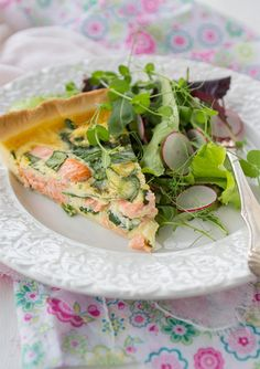 Pie with salmon and spinach. (Laxpaj med spenat.)