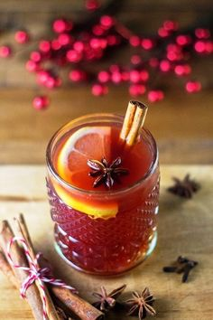 Make hot non-alcoholic mulled wine yourself for cozy winter evenings - living ideas and decoration - Make mulled wine yourself table decoration - Non Alcoholic Mulled Wine, Blue Curacao, French Desserts, French Food, Christmas Eve Dinner, Christmas Drinks, Christmas Ideas, Non Alcoholic Drinks, Schnapps