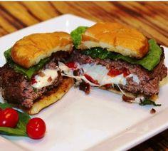 Θες να φτιάξεις ένα burger που να είναι διαφορετικό από τα άλλα δες τι έχουμε κάνει στο μπιφτέκι και φτιάξτο με εύκολους και γρήγορους τρόπους. Τι θα χρειαστείς Μισό κιλό κιμά ανάμεικτο 1 μεγάλο κρεμμύδι 1 πρέζα αλάτι 1 πρέζα πιπέρι Ρίγανη όσο θέλουμε Μισή πιπεριά τριμμένη Μισή ντομάτα τριμμένη (χωρίς σπόρια) 1 μεγάλη φέτα [...]