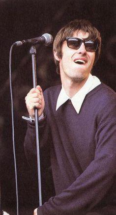 Liam Gallagher - Glastonbury Liam Gallagher Oasis, Noel Gallagher, Liam Oasis, Oasis Live Forever, Oasis Music, Liam And Noel, Oasis Band, Britpop, Ringo Starr