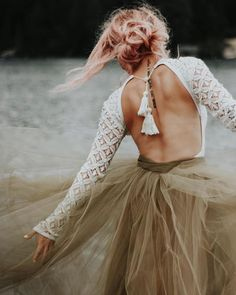 get separate on your wedding :-) so stylish & computable to be modern ! Colored Wedding Dresses, Boho Wedding Dress, Bridal Dresses, Wedding Gowns, Backless Wedding, Fall Wedding, Alternative Wedding Dresses, Boho Bride, Marie