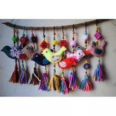 Colgante Pajaritos – Artesanías – MercadoLibre Argentina – Keep up with the times. Felt Crafts, Diy And Crafts, Crafts For Kids, Arts And Crafts, Fabric Art, Fabric Crafts, Sewing Projects, Craft Projects, Felt Birds