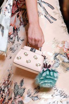 Fendi Spring 2017 Ready-to-Wear Fashion Show Details: See detail photos for Fendi Spring 2017 Ready-to-Wear collection. Look 29 Fashion 2017, Fashion Bags, Spring Fashion, Fashion Handbags, Milan Fashion, Sacs Design, Best Designer Bags, Designer Handbags, Fendi Bags