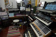 Home Studio Setup, Music Studio Room, Recording Studio Design, Sound Studio, Studio Equipment, Studio Gear, Dj Equipment, Audio Room, Studio Organization