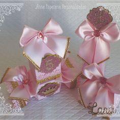 Bom dia! Kit realeza para as nossas princesas! ♥ ♥ ♥ ♥ Orçamentos: link na bio ♥ ♥ ♥ #annepapeterie #annepapeteriepersonalizados #foradesérie #florianopolis #kitrealeza #realeza #festarealeza #festacoroa #festaprincesas #princesas #coroa #disney #princess #menina #filha #maedemenina #maedeprincesa #maedeboneca #boneca #princesalinda #aniversario #infantil #filha #festainfantil #caixabala #candy #caixamilk #caixacone