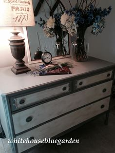 The beautiful swan in French Linen & Old White - Annie Sloan chalk paint