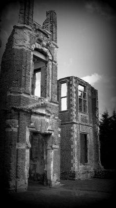 Ampthill,  Bedford, Bedfordshire — FUCKITANDMOVETOBRITAIN Houghton House, Tower Bridge, Mount Rushmore, Britain, England, Mountains, Rose, Nature, Travel