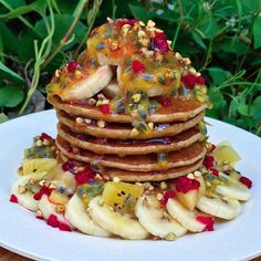 ✨3 INGREDIENT VEGAN PANCAKES topped with rice malt syup, fresh bananas, frozen raspberries, passionfruit, golden kiwi & caramelised buckinis✨ Refined sugar-free, dairy-free, egg-free, wheat-free, no added fat, vegan............. RECIPE ✖️ 1.5 cups oat flour (I blended quick oats in a blender until it reached a flour consistency) ✖️1 cup of unsweetened almond milk (or any other plant-based milk. ✖️1 RIPE banana (important!! you want lots of brown spots) After you've made your oat flour, add