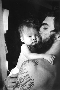 I love tattooed daddies! Adorable!