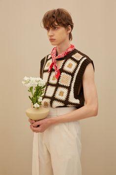 Crochet World, Knit Crochet, Crochet Crafts, Crochet Projects, Crochet Squares, Knit Vest, Crochet Patterns Amigurumi, Crochet Fashion, Mode Inspiration