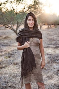Brown Nettle Shawl ~>> From Wild Himalayan Beauty Full Girl, Beauty Women, Shoulder Tattoos For Women, Actrices Hollywood, Vogue Covers, Beautiful Girl Indian, Indian Beauty Saree, Himalayan, Grunge Outfits
