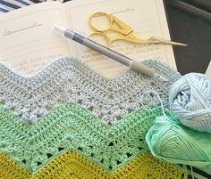 Granny chevron ripple blanket a week of crochet ༺✿Teresa Restegui http://www.pinterest.com/teretegui/✿༻
