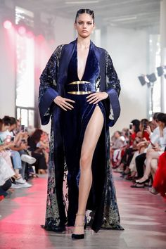Elie Saab Fall Winter Haute Couture fashion show at Paris Couture Week (July Couture Week, Haute Couture Fashion, Runway Fashion, Fashion Show, Fashion Design, High Fashion, Women's Fashion, Elie Saab Couture, Elie Saab Spring