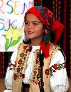 Little girl in Hungarian folk costume/ magyar népviselet